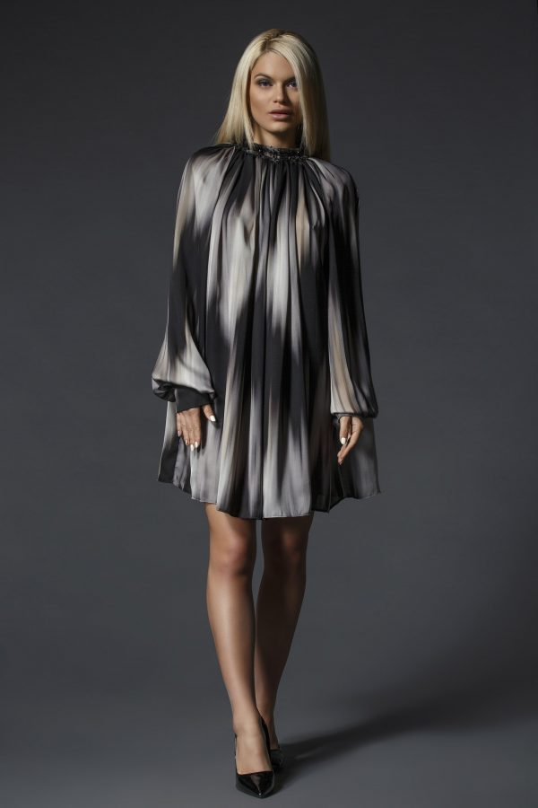 Elegant_Patterned_Oversize_Shirt-Dress_With_Swarovski_Crystals_01